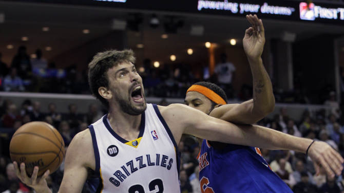Memphis Grizzlies' Marc Gasol (33), of Spain, goes to the basket around New York Knicks' Rasheed Wallace, right, during the second half of an NBA basketball game in Memphis, Tenn., Friday, Nov. 16, 2012. Gasol scored 24 points in the Grizzlies 105-95 victory over the Knicks. (AP Photo/Danny Johnston)