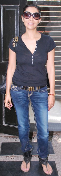 Builder ropes in Gauri Khan