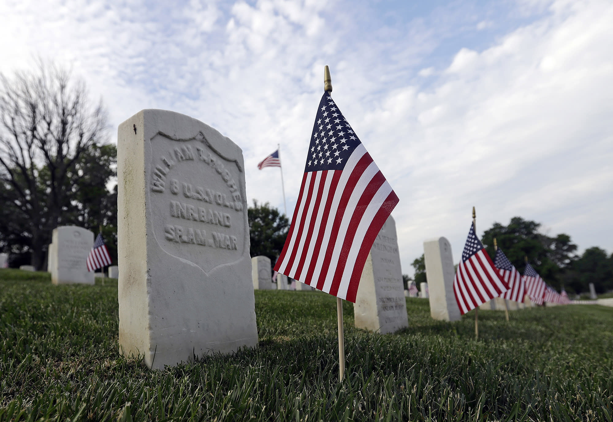 America commemorates vets over Memorial Day weekend
