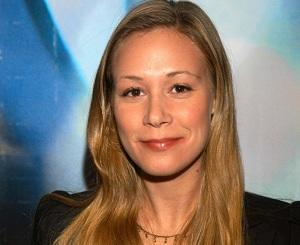 Exclusive: Bunheads Stages Another Gilmore Girls Reunion, Casts Liza Weil as [Spoiler]'s Sis