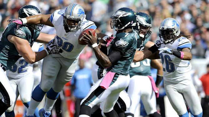 Detroit Lions defensive tackle Ndamukong Suh (90) reaches out toward Philadelphia Eagles quarterback Michael Vick (7) during the first half an NFL football game, Sunday, Oct. 14, 2012, in Philadelphia, Philadelphia. (AP Photo/Michael Perez)