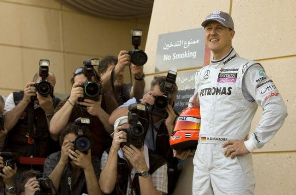Le pilote allemand de formule 1, Michael Schumacher, lors d&#39;une prsentation devant les photographes sur le circuit de Manama,  Bahren, C.Firouz/REUTERS