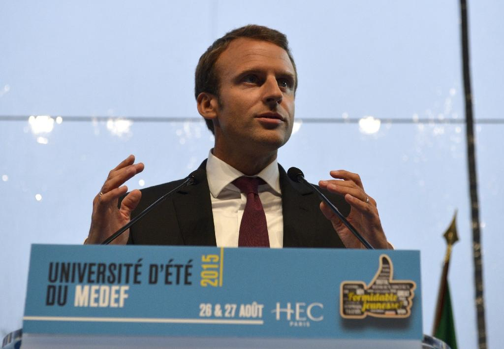 France's economy minister stumbles on 35-hour-week, again
