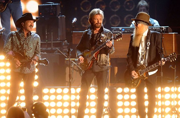 Brooks &amp; Dunn and Billy Gibbons perform onstage during the 43rd Annual CMA Awards at the Sommet Center on November 11, 2009 in Nashville, Tennessee. 