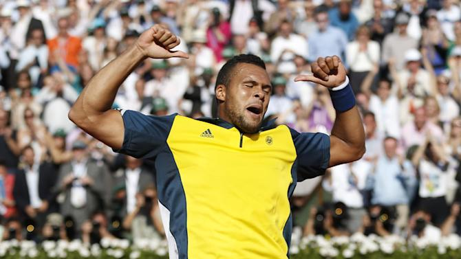 France's Jo-Wilfried Tsonga celebrates defeating Switzerland's Roger Federer in three sets 7-5, 6-3, 6-3, in their quarterfinal match at the French Open tennis tournament, at Roland Garros stadium in Paris, Tuesday June 4, 2013. (AP Photo/Petr David Josek)