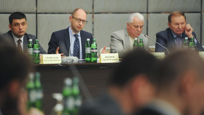 Ukraine's Prime Minister Arseniy Yatsenyuk, second left, and Ukraine's former presidents Leonid Kuchma, first right, and Leonid Kravchuk, second right, during a round table reform discussion in Ukraine's eastern city of Kharkiv on Saturday, May 17, 2014. First left is Minister of regional development Volodymyr Groisman. (AP Photo/Andrew Kravchenko, pool)