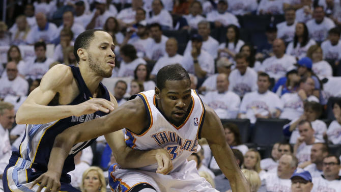 Memphis Grizzlies' Tayshaun Prince left, defends against Oklahoma City Thunder's Kevin Durant, right, in the second half of Game 2 of their Western Conference semifinal NBA basketball playoff series Tuesday, May 7, 2013, in Oklahoma City. (AP Photo/Tony Gutierrez)