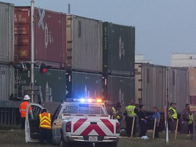 NTSB: Veterans' float crossed track after signal