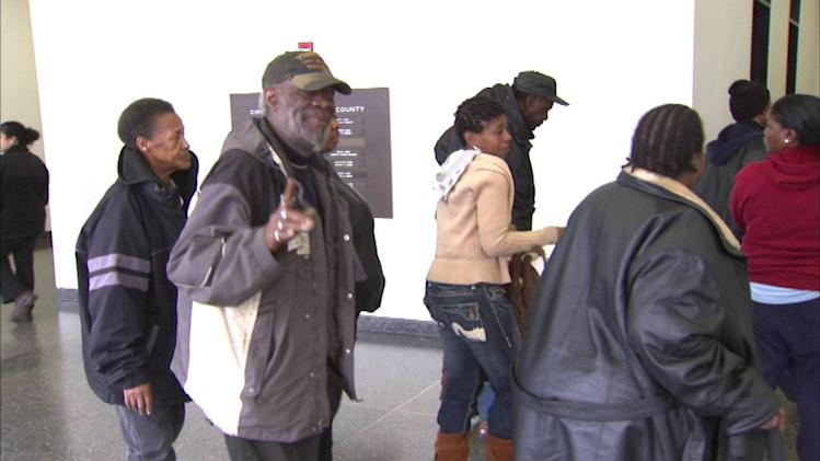 Residents kicked out of West Side apartment building by City of Chicago get more time