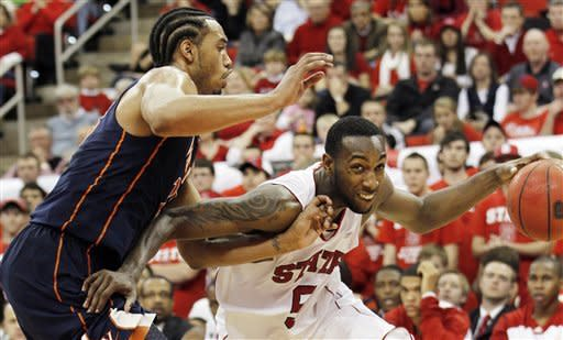 No. 19 Virginia holds off NC State 61-60