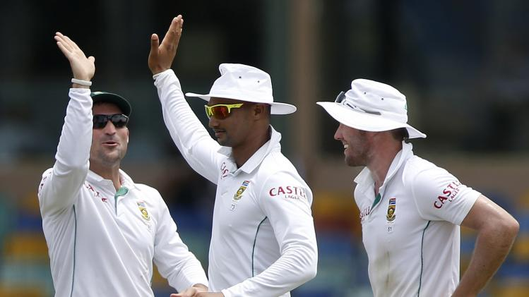 South Africa's Petersen, who took the wicket of Sri Lanka's Jayawardene, celebrates with teammates during the second day of their second test cricket match in Colombo