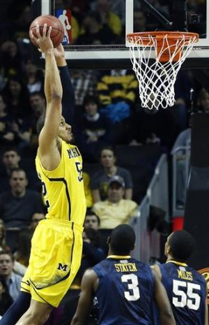 No. 3 Michigan beats West Virginia to move to 11-0