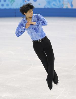 Hanyu wins short program, Plushenko retires