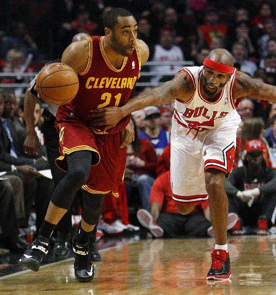 Chicago Bulls' Richard Hamilton, right, grabs the jersey of Cleveland Cavaliers' Wayne Ellington to stop him from a fast break during the first quarter of their NBA basketball game, Tuesday, Feb. 26, 2013, in Chicago. (AP Photo/Charles Cherney)