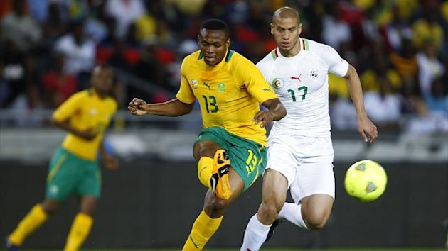 South Africa&#39;s Kagisho Dkgacoi (L) is challenged by Algeria&#39;s Adlane Guedioura during their international friendly soccer match in Soweto