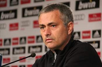 Mourinho extends Real Madrid deal