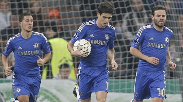 Chelsea's Oscar runs with the ball followed by team-mates Juan Mata (R) and Eden Hazard (Reuters)