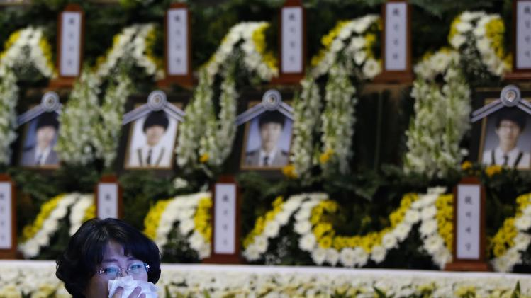 A mourner cries as she pays tribute to victims of the capsized passenger ship Sewol in Ansan