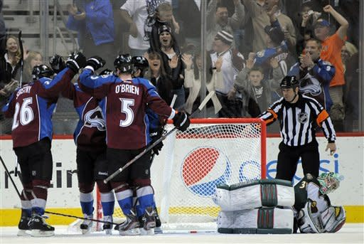 Avalanche cruise to 7-1 win over Wild