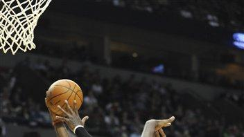 Wallace helps lead Blazers over Kings