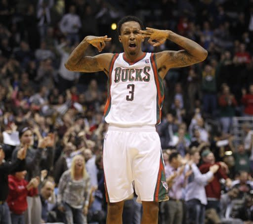 Bucks win 105-97, beat Heat again