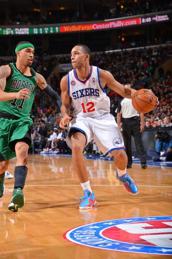 Turner hits winner in OT, 76ers top Celtics 95-94