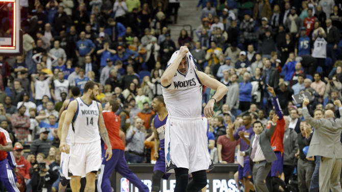 Love torches teammates as Wolves lose again