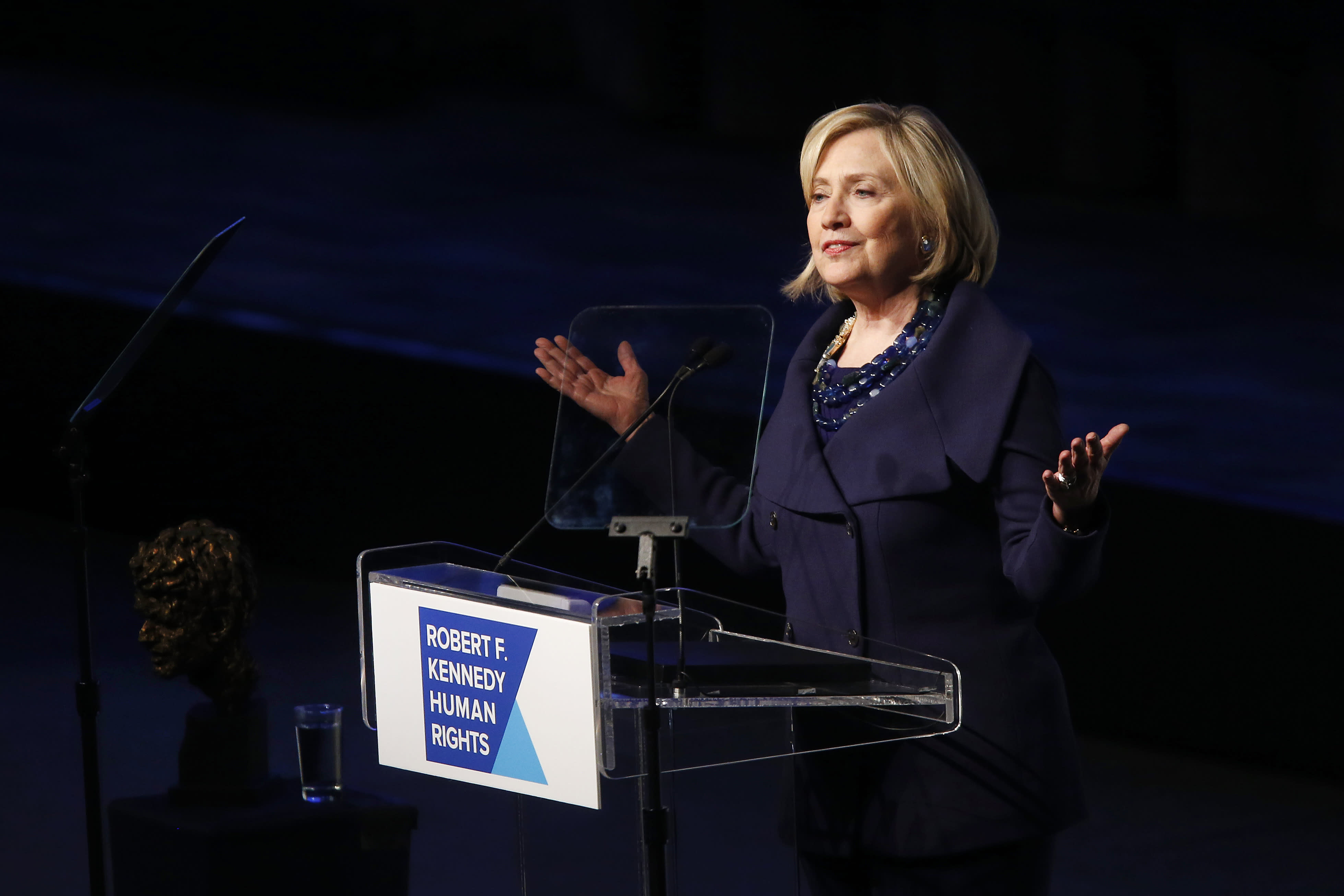 Clinton early 2016 front-runner — but 'barely': NBC News/WSJ poll