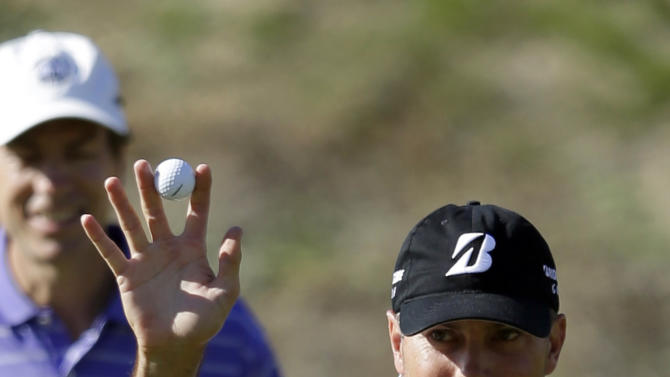 CORRECTS SPELLING OF COURSE NAME TO NICKLAUS, NOT NIKLAUS - Matt Kuchar waves to fans after making an eagle putt on the 16th hole of the Nicklaus Private Course at PGA West during the second round of the Humana Challenge golf tournament Friday, Jan. 18, 2013, in La Quinta, Calif. (AP Photo/Ben Margot)