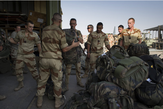 This picture released by the French Army Communications Audiovisual office (ECPAD) shows French soldiers of the 21st Marine Infantry Regiment preparing to board for Bamako, the capital from Mali, at t