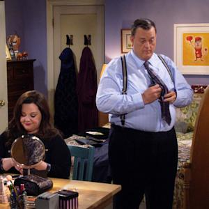 Mike & Molly - Stupid Like A Fox