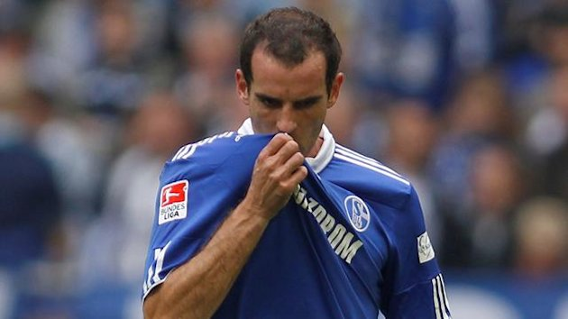 Schalke 04's Christoph Metzelder reacts during the German Bundesliga soccer match against Borussia Moenchengladbach in Gelsenkirchen, September 25, 2010