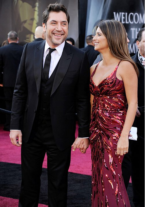 Back in 2009, rumors began swirling that Penelope Cruz and Javier Bardem were engaged. Not only the did the Spanish celeb couple not comment, but they kept equally quiet when they flew to the Bahamas 