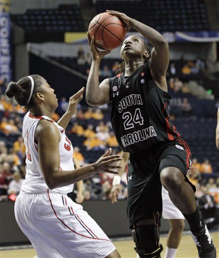 No. 25 S. Carolina women top No. 16 Georgia 59-55