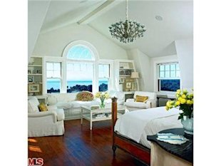 Kate Hudson Malibu California Home-living room