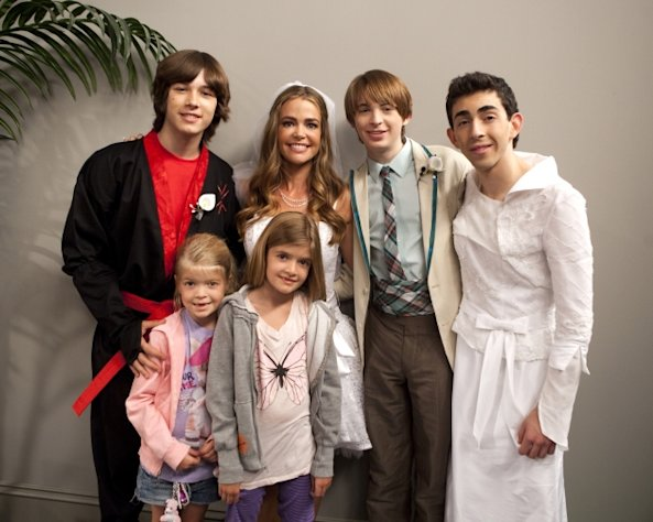 Denise Richards and her daughters with the cast of &#39;Kickin&#39; It!&#39; -- Disney XD/Adam Rose