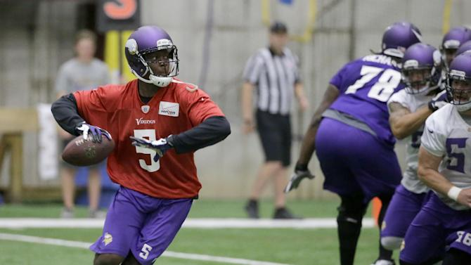 Minnesota Vikings quarterback Teddy Bridgewater looks for an open teammate during NFL football minicamp in Eden Prairie, Minn., Thursday, June 19, 2014