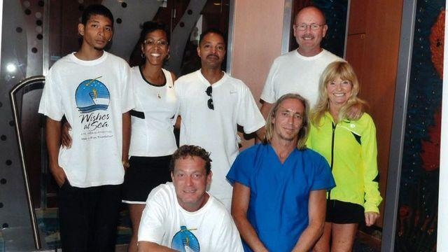 Cruise ship passengers help rescue men stranded at sea