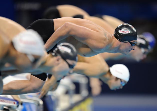 US swimmer Ryan Lochte (c) takes the start of the final of the men's 400-metre individual medley swimming event in the FINA World Championships at the indoor stadium of the Oriental Sports Center in S
