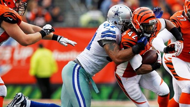Cincinnati Bengals half back BenJarvus Green-Ellis fights to break free from Dallas Cowboys' Jason Hatcher (Reuters)