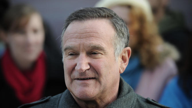 """US actor Robin Williams arrives for the European premiere of """"Happy Feet Two"""" in central London, November 20, 2011"""