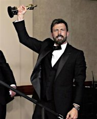 "Producer of best picture winner ""Argo"" Ben Afleck thrusts his Oscar in the air backstage at the 85th Academy Awards in Hollywood, California February 24, 2013. REUTERS/Mike Blake"