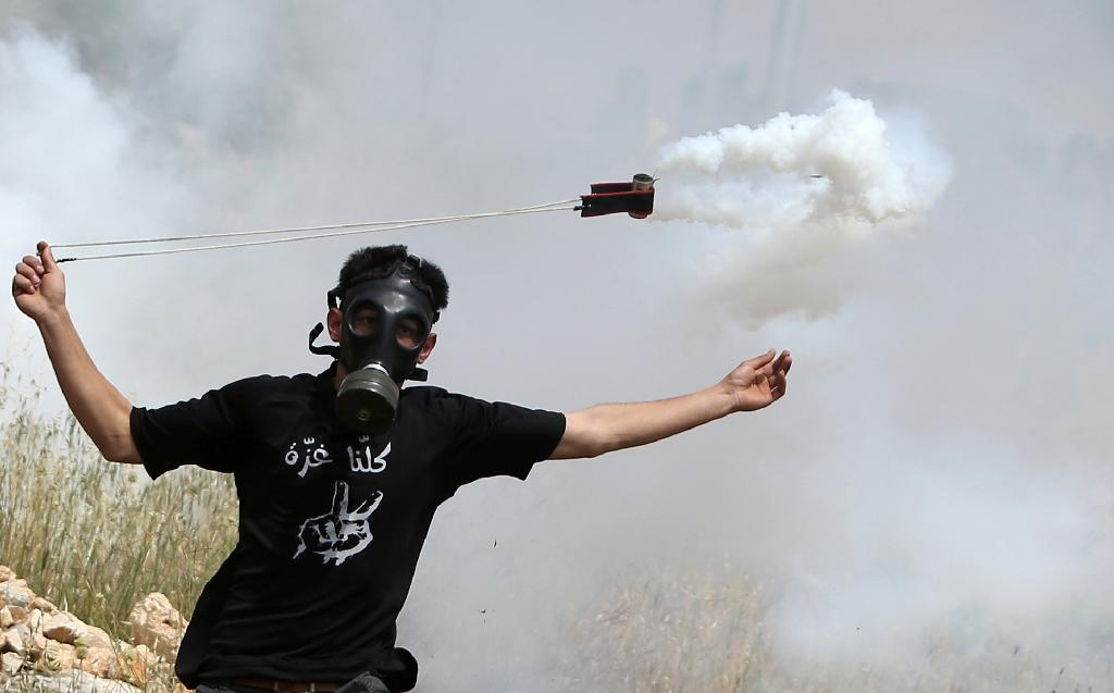 Palestinians clash with Israel army on Prisoners Day
