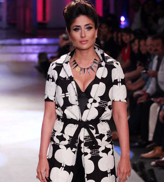 Kareena sizzles on the ramp