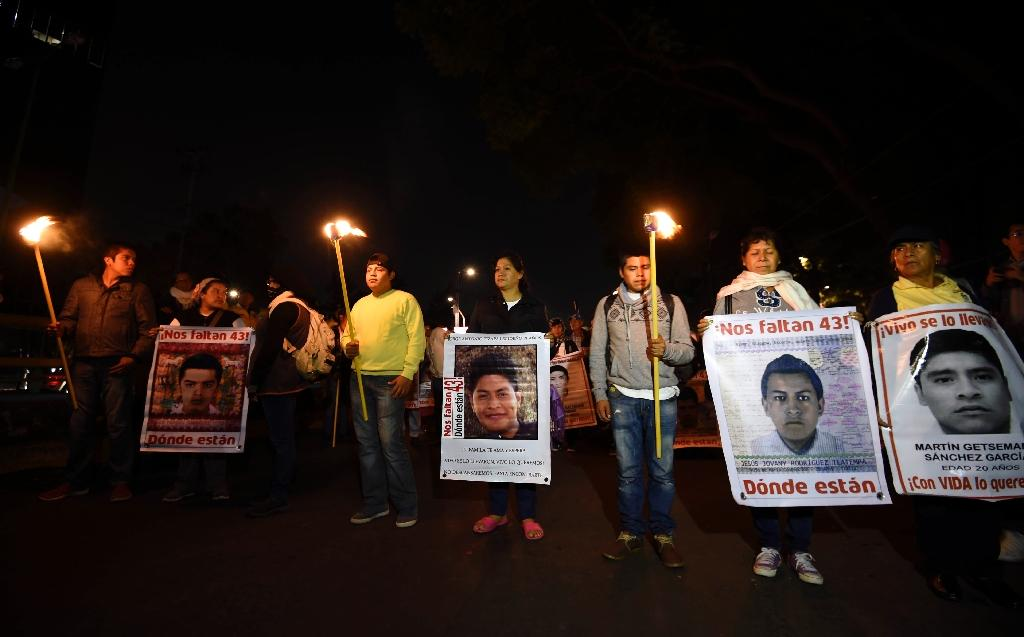 Mexico opens new probe into 43 missing students