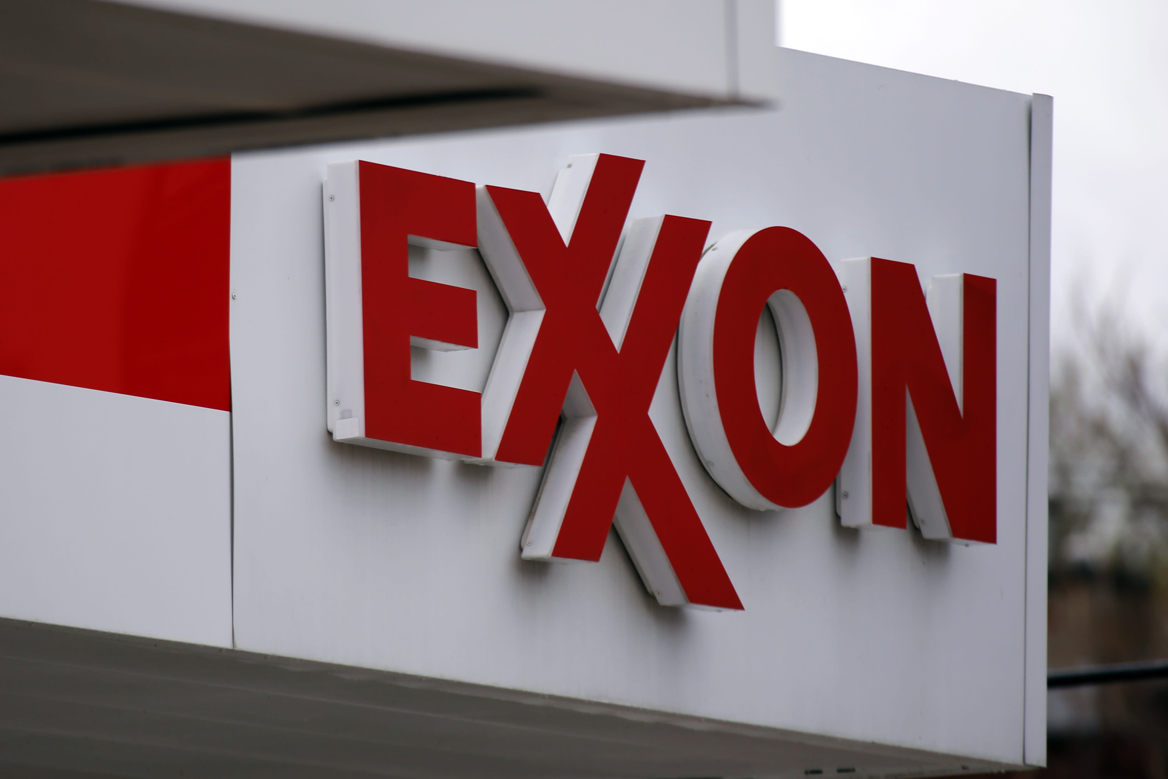 Exxon & Chevron slips on oil; American & Delta upgraded; Dollar Tree misses sales