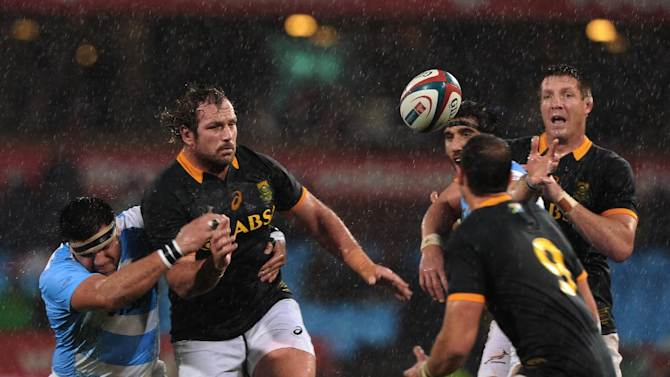 South African players Jannie du Plessis (L), Bakkies Botha (R) and Ruan Pienaar fight for the ball with Argentina's Ramiro Herrera (L) and Juan Martin Fernandez Lobbe during their Rugby Championship Test match in Pretoria, on August 16, 2014