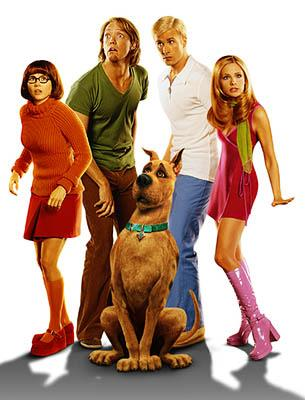 Linda Cardellini as Velma, Matthew Lillard as Shaggy, Freddie Prinze Jr. as Fred, and Sarah Michelle Gellar as Daphne in Warner Brothers' Scooby Doo