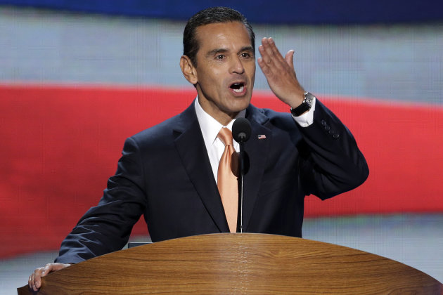 Los Angeles Mayor and Democratic Convention Chairman Antonio Villaraigosa blows a kiss to he delegates at the Democratic National Convention in Charlotte, N.C., on Tuesday, Sept. 4, 2012. President Barack Obama may face the voters in two months, but several Democrats are already laying the groundwork for a future White House run. Up-and-coming Democratic stars like Maryland Gov. Martin O&#39;Malley, Virginia Sen. Mark Warner, Booker and others, including Villaraigosa, are making the rounds before state delegations and at private events surrounding the Democratic National Convention in Charlotte. (AP Photo/J. Scott Applewhite)