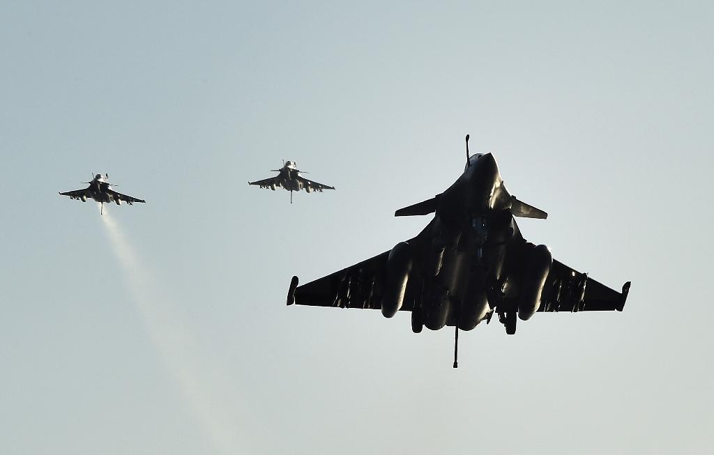 French lawmakers vote to extend air strikes in Syria